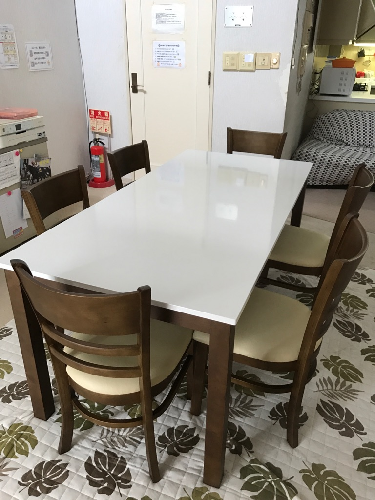 テーブルを買いました!